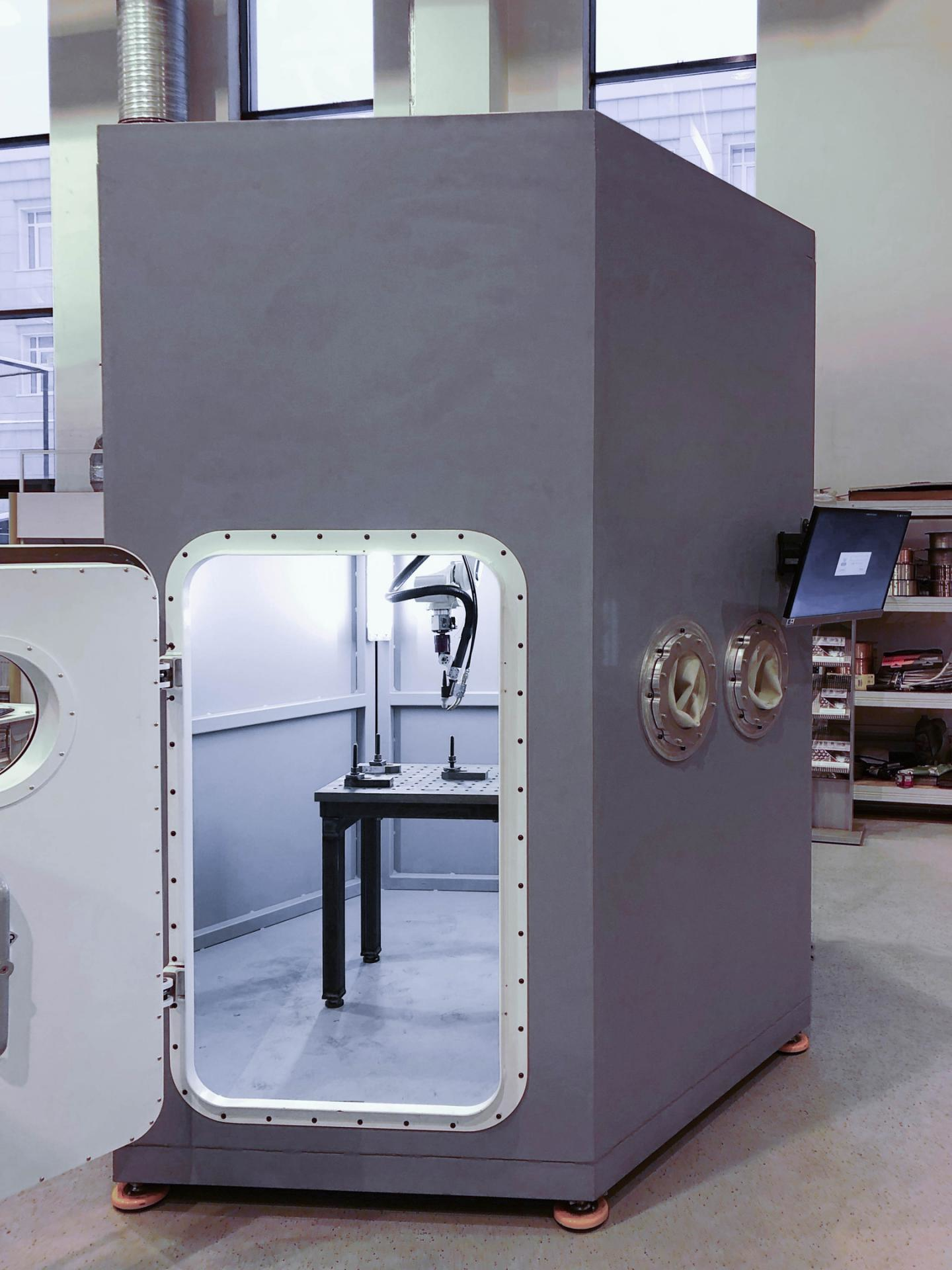 3D printer for high-speed printing of titanium structures and in-situ synthesis of alloys.